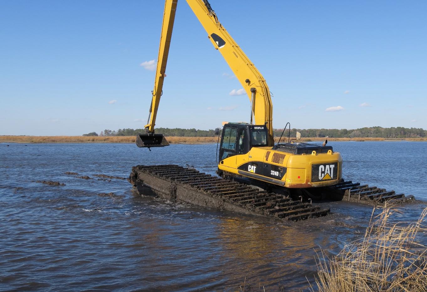 EIK CAT Amphibious excavator